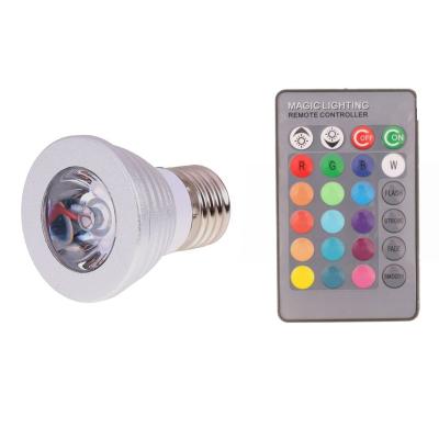 Barevná LED žárovka s DO